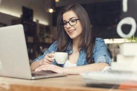 Girl_laptop