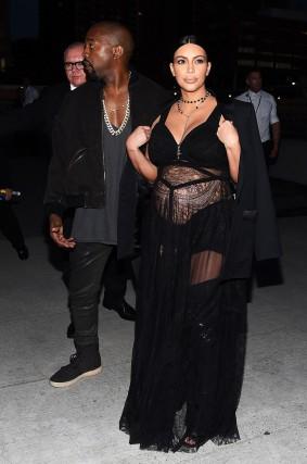 Kim-Kardashian-Givenchy-Spring-2016-Front-Row
