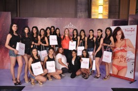 lacenlingerie_Mrs. Jennifer Kapasi – Head of Operations, Triumph India along with the contestants