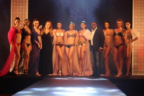 lace n lingerie_Mrs. Jennifer Kapasi & Mr. Shalindra Fernando along with the models at T...