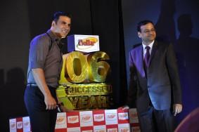 lacenlingerie_Akshay Kumar with Vinod Kumar Gupta, MD, Dollar Industries
