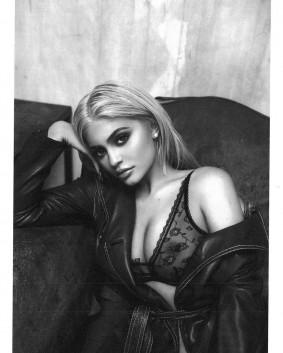 Kylie Lenner Promotes Poses for her new online shop