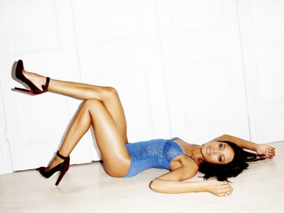 Bond girl Naomie harris in lingerie