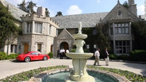 playboy-founder-hugh-hefner-house-beverly-hills