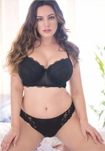 Model Kelly Brook sets pulses racing in lacy black lingerie - 2