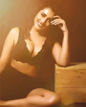 South Indian star Madhu Shalini looks stunning in black lingerie