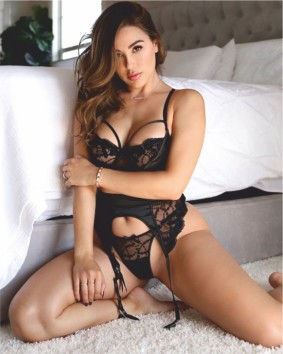 Ana Cheri dons an alluring black lacy lingerie