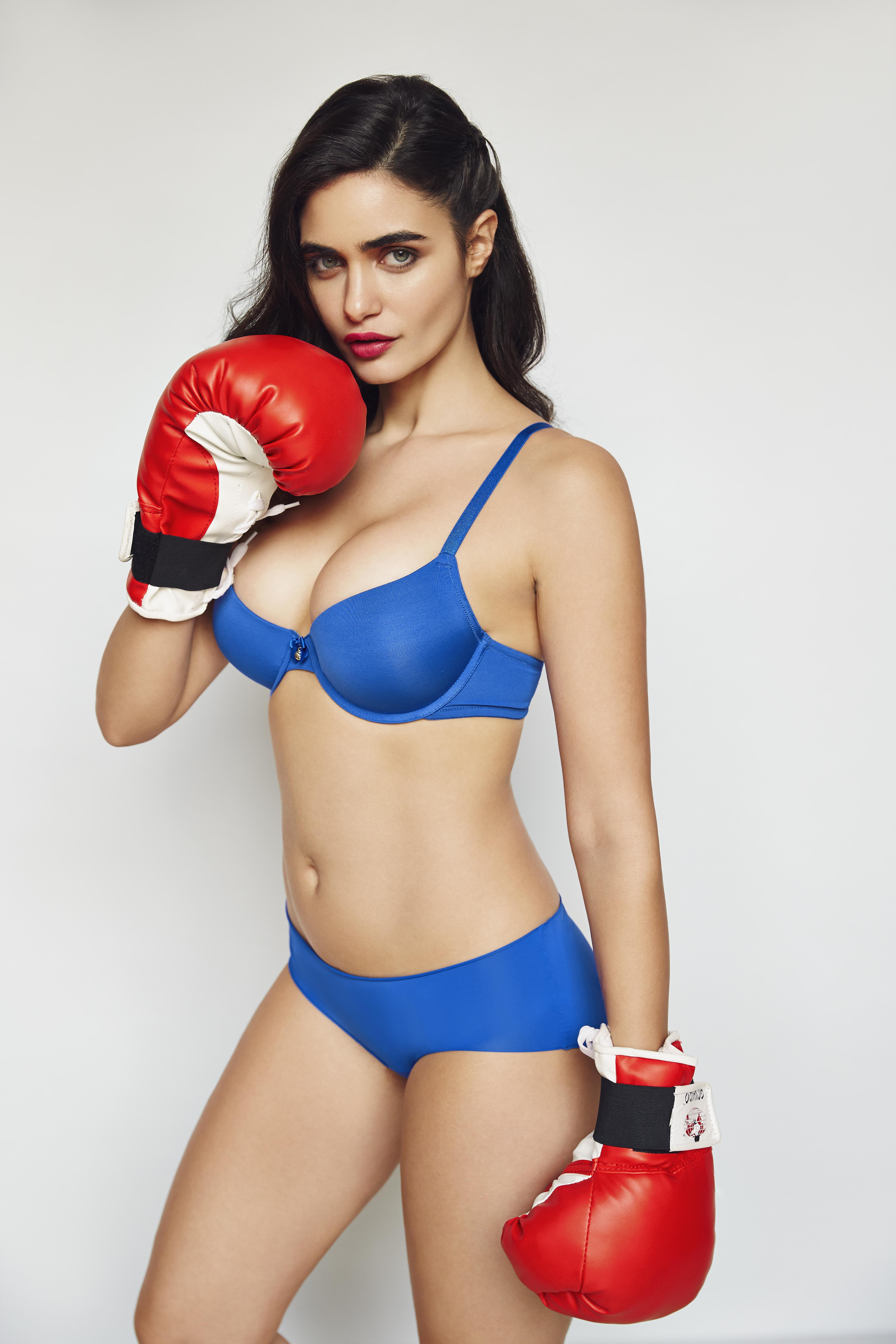 Myleene Klass Naked Photo Shoot To Promote New Fitness Dvd