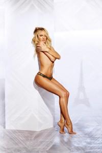 Candice-Swanepoel-Victorias-Secret-Bombshell-Paris