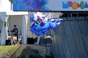 Bra_Parchute_wins_australian_flying_contest