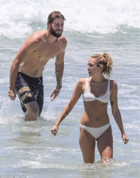 Miley Cyrus rocking the beach_claims-she-is-secretly-married