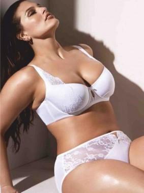 Ashley_Graham_in_white_sexy_lingerie_white_bra_white_lacy_panties